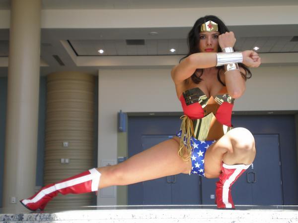 wonder women power pose